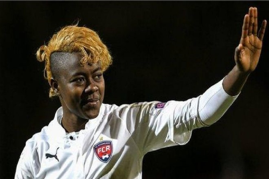 Cameroun-Formation : Gaëlle Enganamouit ouvre la première école de football féminin du pays.