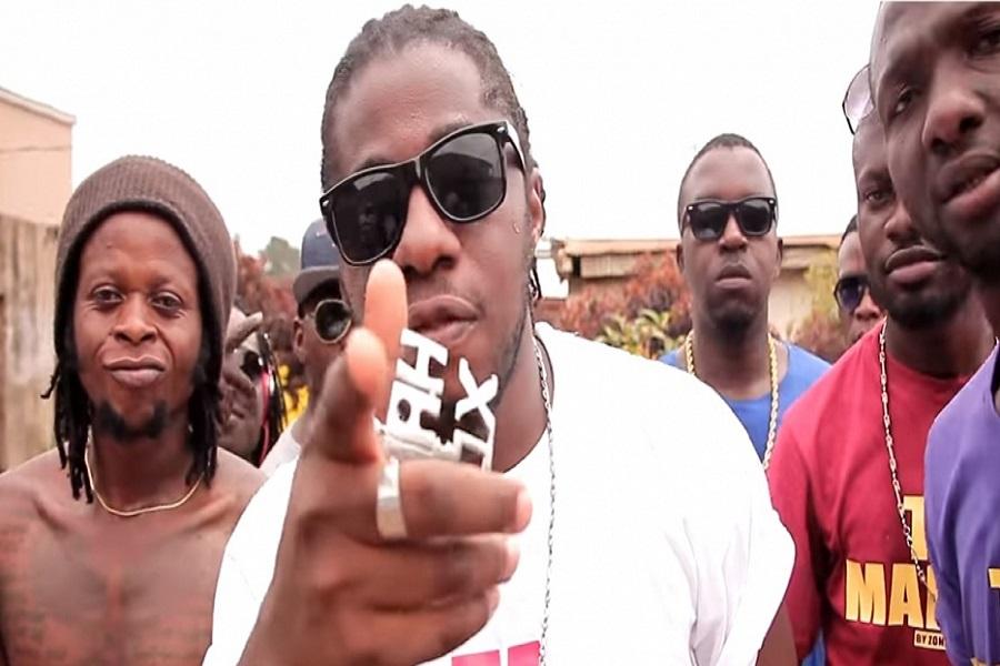 Maahlox le Vibeur, le  Premier artiste camerounais à remplir le palais des Sports de Yaoundé revient avec nouvel album de 18 titres.