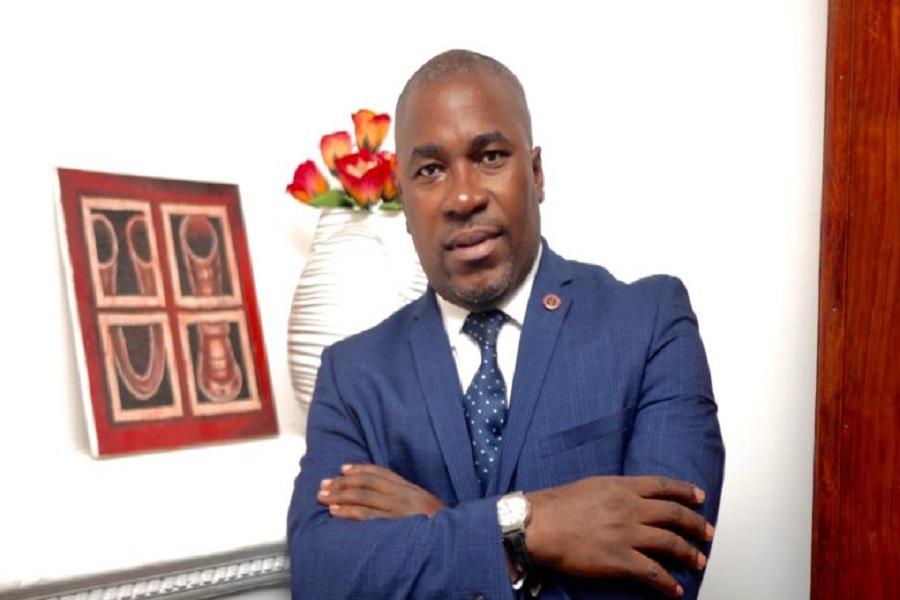 Cameroun : en colère, l'avocat Agbor Balla exige la libération immédiate d'une étudiante arrêtée pour avoir filme la police à Buea.