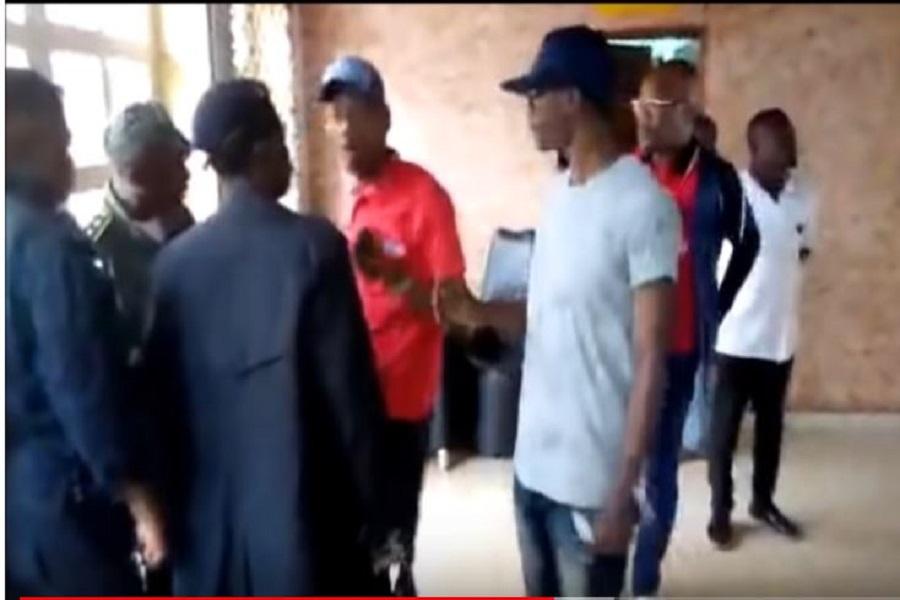 Répression post électorale : Le troisième vice-président du MRC, Me Emmanuel Simh  menacé dans un hôtel par la police (vidéo)