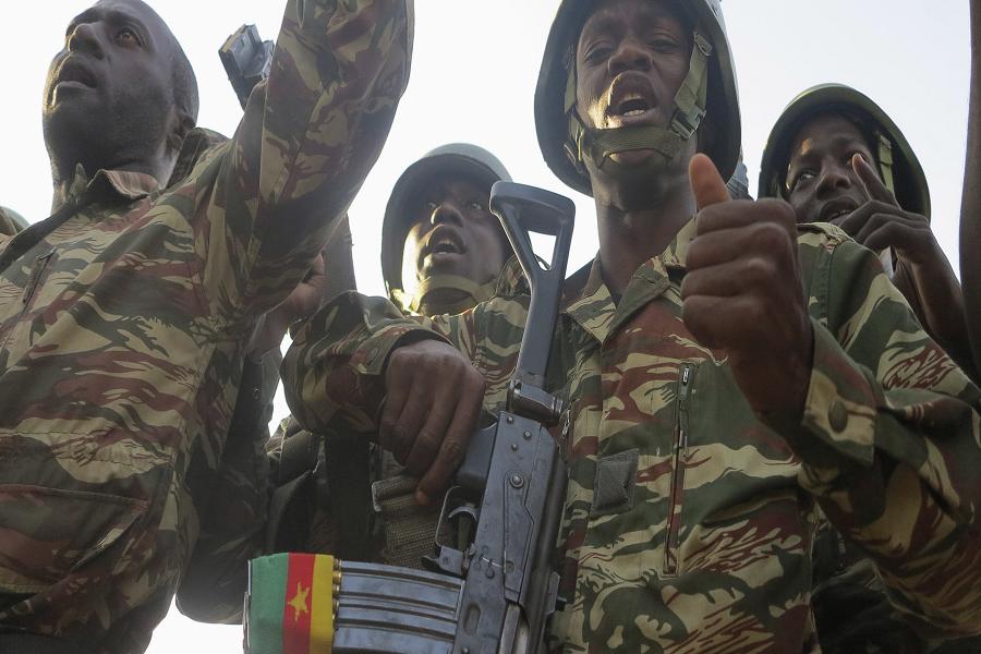 Crise anglophone : L'armée aux cotés des déplacés internes