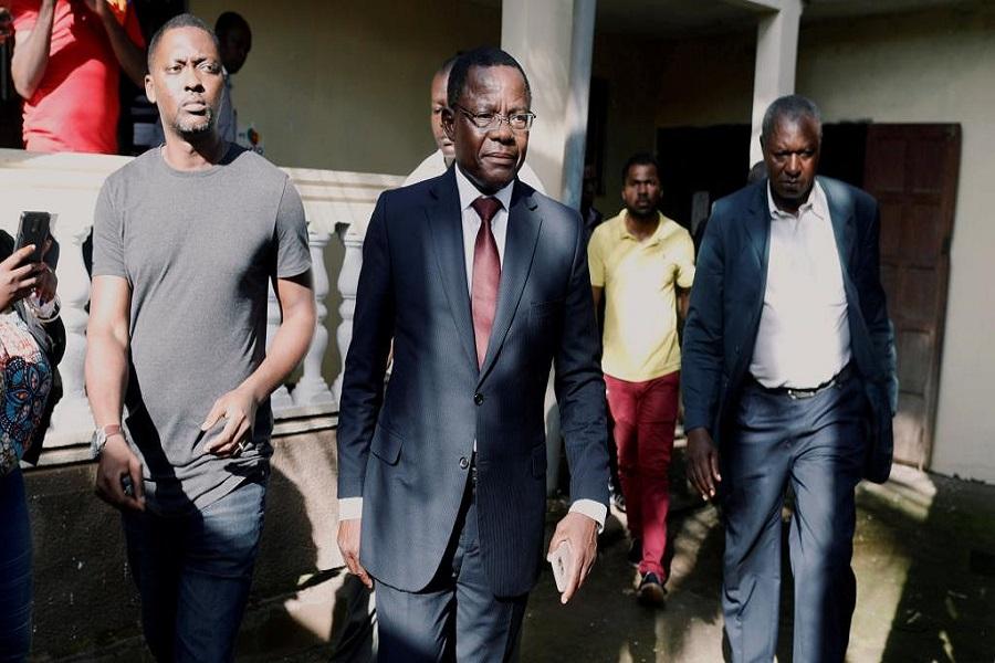 Affaire MRC : Du fond de sa cellule, Maurice Kamto écrit une lettre émouvante de 04 pages à ses 200 compagnons embastillés