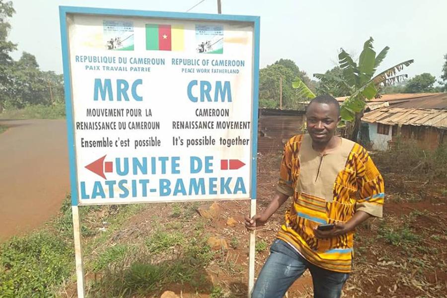 Changement au Cameroun , un fruit de raisin dans un sac de papaye pourrie.