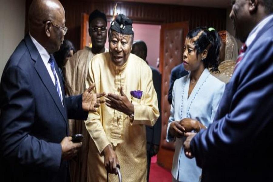 Crise anglophone : Nfon Mukete se lâche sur Paul Biya en frappant sa canne au sol