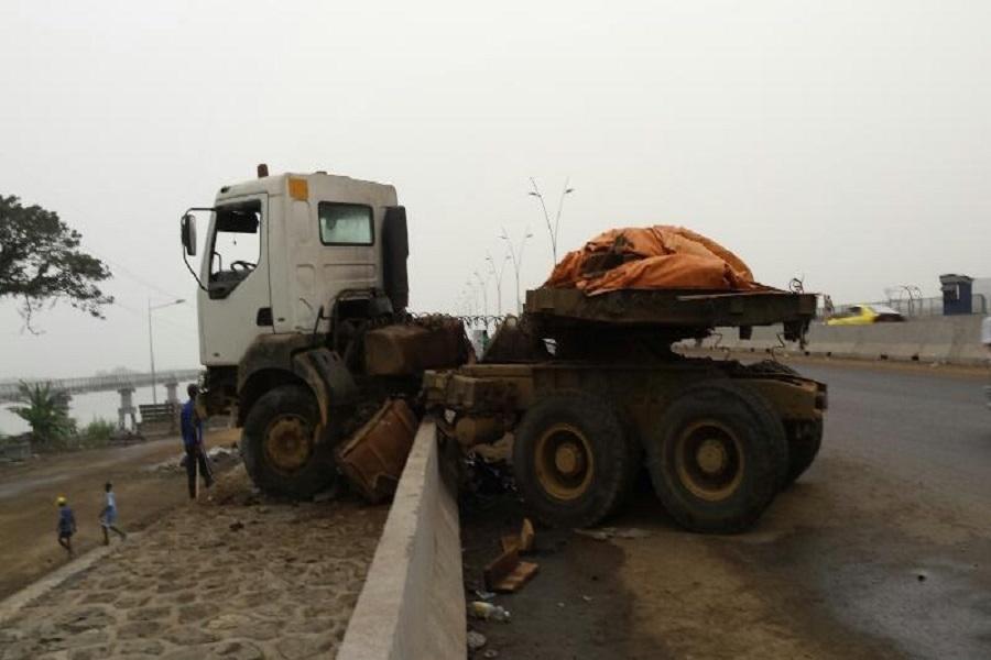 Cameroun-accident : un Camion écrase un boucher ce jour à Douala.