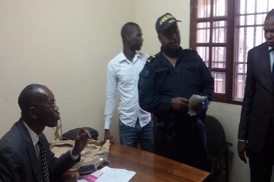 Yaoundé : La police débarque au siège du MRC et menace de jeter  dehors Me Emmanuel Simh