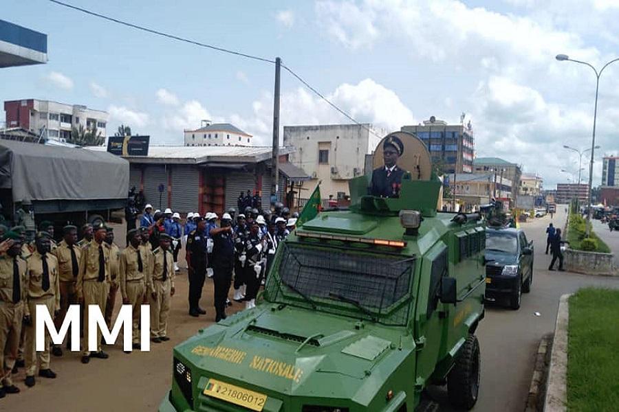 Nord-Ouest : Adolphe Lele Lafrique arrive à la place des fêtes à bord d'un véhicule blindé