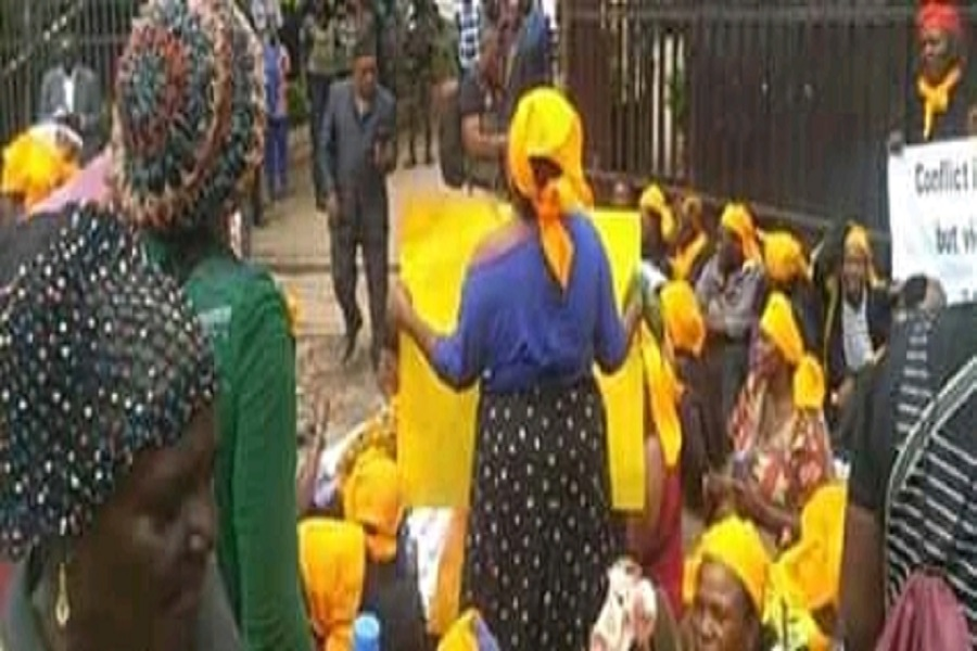 Cameroun : les mères du Nord-ouest fondent en larmes à l'arrivée de Joseph Dion Ngute