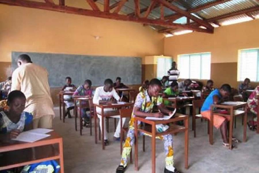 Cameroun-concours d'entrée en 6e  : plus de 300000 élèves ont frappé à la porte ce mardi.