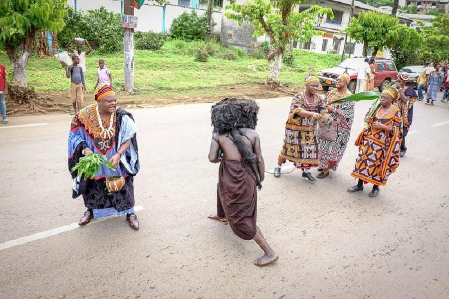 Cameroun: le défilé du 20 mai, un véritable bras de fer entre les autorités et les chefs traditionnels au Sud-ouest.
