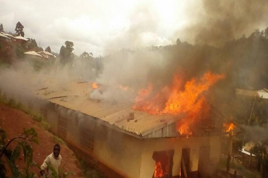Cameroun-attaque d'Alachu : voici pourquoi les soldats ont incendié des maisons.