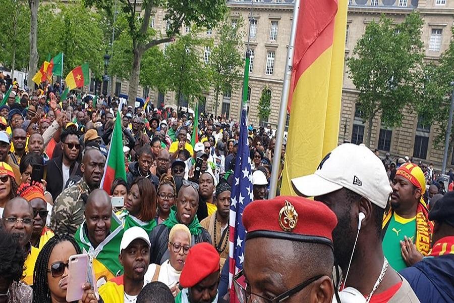 Diaspora/Paris : Une marée humaine dans la rue pour  exiger le départ de Paul Biya