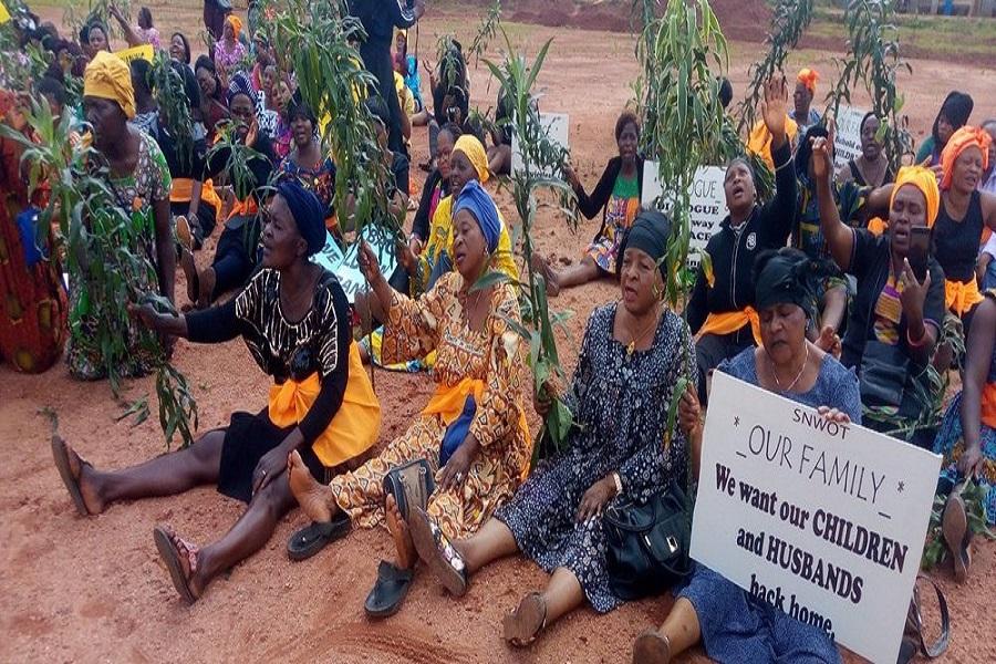 Cameroun : les mères des régions anglophones lancent une opération « black Wednesday » pour exiger le retour au calme.