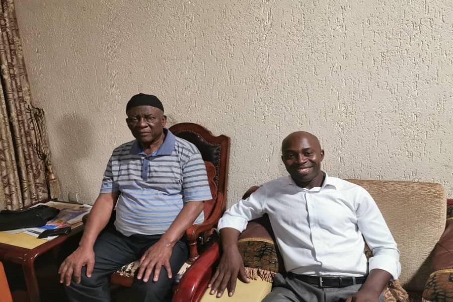 Bamenda : Serge Espoir Matomba rend une visite surprise à Ni John Fru Ndi  après son kidnapping
