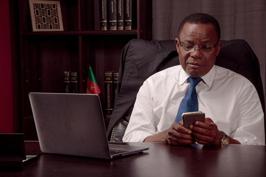 Cameroun : Il refuse de toucher à un livre de Maurice Kamto, par crainte d'être mis aux arrêts