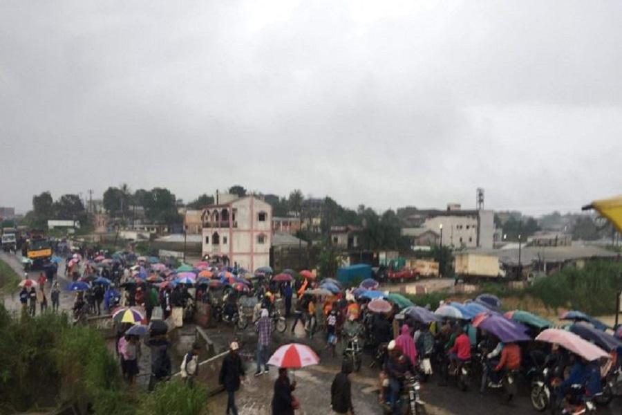 Cameroun : après l'interdiction des camions, le ministre des Travaux publics ordonne la suspension des travaux à l'entrée EST de Douala