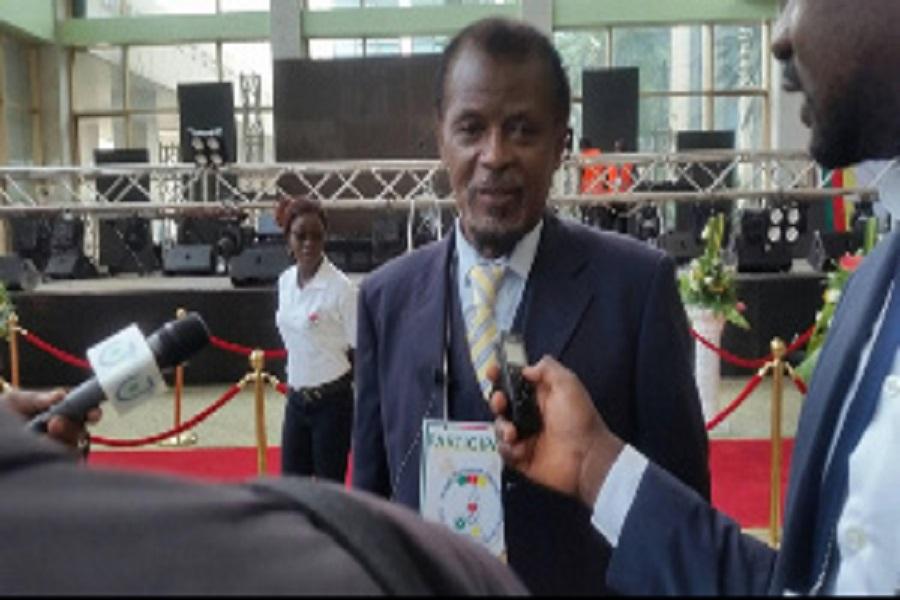 Grand dialogue national : Jean Jaques Ekindi fait  la danse Bafia au Palais des Congrès